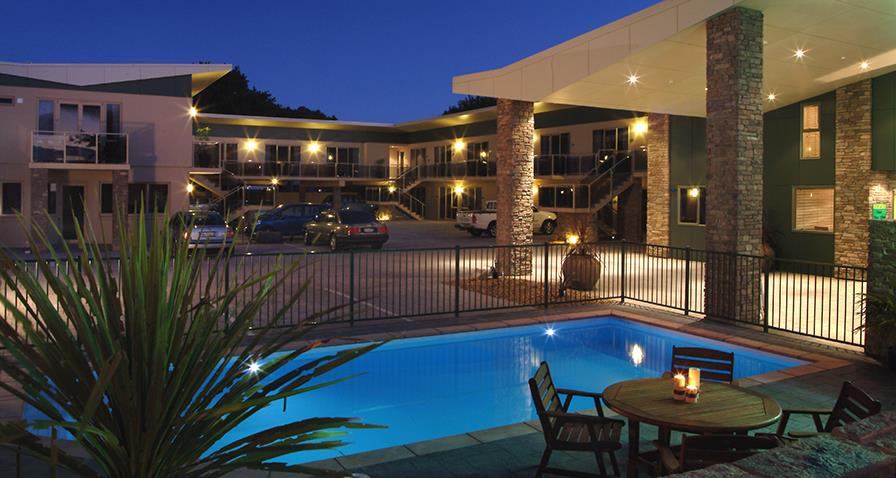 Emerald spa motor inn motels accommodation rotorua 15 luxury studios 1 with disabled facilities 8 one bedroom and 5 two bedroom suites all with big round spas excluding the access unit kitchenettes and freerunsca Gallery